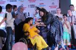 Kanika Kapoor at Bhamla Foundation Host Children_s Day Celebration With Physically Disabled Kids on 14th Nov 2017 (5)_5a0bbe6fba20f.JPG