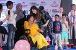 Kanika Kapoor at Bhamla Foundation Host Children_s Day Celebration With Physically Disabled Kids on 14th Nov 2017 (7)_5a0bbe70da201.JPG