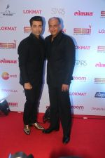 Karan Johar, Ashutosh Gowariker at the Red Carpet Of 2nd Edition Of Lokmat  Maharashtra_s Most Stylish Awards on 14th Nov 2017 (184)_5a0be22a02add.jpg