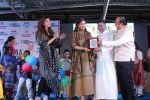 Raveena Tandon, Kanika Kapoor at Bhamla Foundation Host Children_s Day Celebration With Physically Disabled Kids on 14th Nov 2017 (16)_5a0bbe7921502.JPG