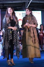 Raveena Tandon, Kanika Kapoor at Bhamla Foundation Host Children_s Day Celebration With Physically Disabled Kids on 14th Nov 2017 (26)_5a0bbe951cdc6.JPG