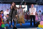 Raveena Tandon, Kanika Kapoor at Bhamla Foundation Host Children_s Day Celebration With Physically Disabled Kids on 14th Nov 2017 (28)_5a0bbe7f040d8.JPG