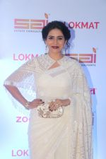 Sonali Kulkarni at the Red Carpet Of 2nd Edition Of Lokmat  Maharashtra_s Most Stylish Awards on 14th Nov 2017 (154)_5a0be35c93f67.jpg