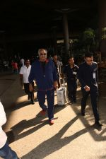 Boney Kapoor Spotted At Airport on 15th Nov 2017 (11)_5a0d0260a4b36.JPG