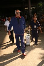 Boney Kapoor Spotted At Airport on 15th Nov 2017 (14)_5a0d0264c6c3c.JPG