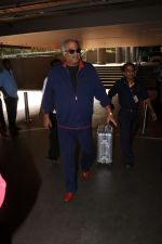 Boney Kapoor Spotted At Airport on 15th Nov 2017 (17)_5a0d0269497c1.JPG