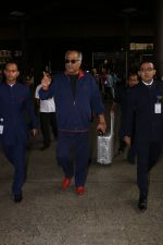 Boney Kapoor Spotted At Airport on 15th Nov 2017 (5)_5a0d0257de3ff.JPG