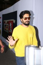 Riteish Deshmukh Spotted At Airport on 15th Nov 2017 (1)_5a0d02cb8ab92.JPG
