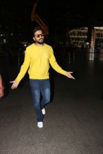 Riteish Deshmukh Spotted At Airport on 15th Nov 2017 (10)_5a0d02b9842eb.JPG