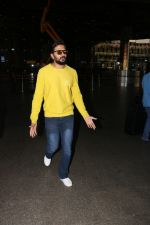 Riteish Deshmukh Spotted At Airport on 15th Nov 2017 (12)_5a0d02bbe3880.JPG