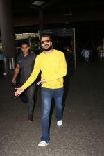 Riteish Deshmukh Spotted At Airport on 15th Nov 2017 (16)_5a0d02c0d5c51.JPG