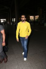 Riteish Deshmukh Spotted At Airport on 15th Nov 2017 (5)_5a0d02b24ce6c.JPG