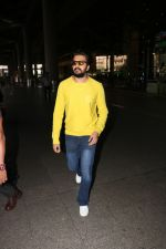 Riteish Deshmukh Spotted At Airport on 15th Nov 2017 (6)_5a0d02b3a150a.JPG