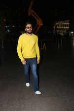 Riteish Deshmukh Spotted At Airport on 15th Nov 2017 (9)_5a0d02b84e284.JPG