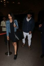 John Abraham With His Wife Spotted At Airport on 16th Nov 2017 (1)_5a0e7e8085c6d.JPG