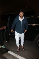 John Abraham With His Wife Spotted At Airport on 16th Nov 2017 (6)_5a0e7e83ef3a1.JPG
