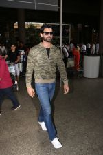 Amit Gaur Spotted At Airport on 18th Nov 2017 (24)_5a1025823eb1c.JPG