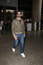 Amit Gaur Spotted At Airport on 18th Nov 2017 (26)_5a10258693dc7.JPG