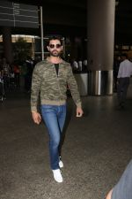 Amit Gaur Spotted At Airport on 18th Nov 2017 (27)_5a1025885232f.JPG