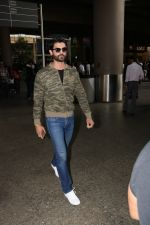 Amit Gaur Spotted At Airport on 18th Nov 2017 (28)_5a102589e6acf.JPG
