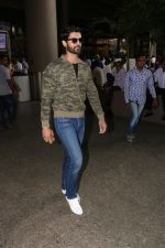 Amit Gaur Spotted At Airport on 18th Nov 2017 (29)_5a10258b89194.JPG