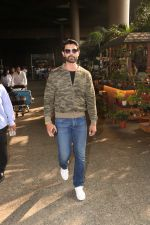Amit Gaur Spotted At Airport on 18th Nov 2017 (31)_5a1025918e81e.JPG