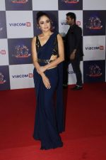 Amruta Khanvilkar at The Red Carpet Of Viacom18 10yrs Anniversary on 17th Nov 2017 (285)_5a0fd8f4e50b3.JPG