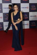 Amruta Khanvilkar at The Red Carpet Of Viacom18 10yrs Anniversary on 17th Nov 2017 (286)_5a0fd8f5b142d.JPG