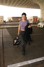 Fatima Sana Shaikh Spotted At Airport on 17th Nov 2017 (3)_5a0fd1a576a40.JPG