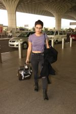 Fatima Sana Shaikh Spotted At Airport on 17th Nov 2017 (6)_5a0fd1a93bb99.JPG