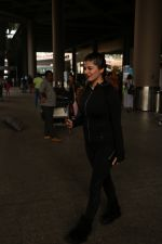 Kainaat Arora Spotted At Airport on 18th Nov 2017 (1)_5a10258fe7b1b.JPG