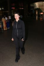 Kainaat Arora Spotted At Airport on 18th Nov 2017 (3)_5a102592c8082.JPG