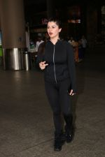 Kainaat Arora Spotted At Airport on 18th Nov 2017 (5)_5a102595c674a.JPG