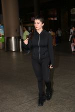 Kainaat Arora Spotted At Airport on 18th Nov 2017 (6)_5a10259720edf.JPG