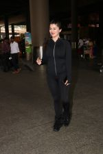 Kainaat Arora Spotted At Airport on 18th Nov 2017 (9)_5a10259f4bdaf.JPG