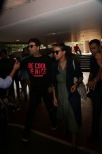Karan Johar, Neha Dhupia Spotted At Airport on 18th Nov 2017 (30)_5a1023fabba44.JPG