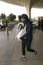 Nargis Fakhri Spotted At Airport on 17th Nov 2017 (11)_5a0fd1f8e974c.JPG