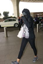 Nargis Fakhri Spotted At Airport on 17th Nov 2017 (7)_5a0fd1f4005f0.JPG