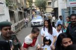 Aishwarya Rai Bachchan make late father_s birthday memorable with Day of Smile on 20th Nov 2017 (49)_5a1312ebba2f8.JPG