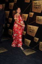 Lara Dutta at the Red Carpet Of The Runway Project on 20th Nov 2017 (30)_5a1397c57f96f.JPG