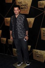 Nachiket Barve at the Red Carpet Of The Runway Project on 20th Nov 2017 (22)_5a139815a9a13.JPG