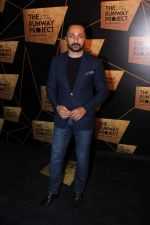 Rahul Bose at the Red Carpet Of The Runway Project on 20th Nov 2017 (46)_5a139835c62b4.JPG