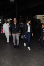 Govinda, Tina Ahuja Spotted At Airport on 22nd Nov 2017 (13)_5a153582ae3c8.JPG