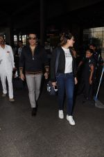 Govinda, Tina Ahuja Spotted At Airport on 22nd Nov 2017 (16)_5a153583a58cd.JPG