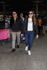 Govinda, Tina Ahuja, Yashvardan Ahuja Spotted At Airport on 22nd Nov 2017 (14)_5a153585b5e86.JPG