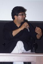 Prasoon Joshi, Nitesh Tiwari At Panel Discussion -Childrens Films In Indian Cinema on 22nd Nov 2017 (8)_5a15351a32d43.JPG