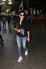 Saiyami Kher Spotted At Airport on 20th Nov 2017 (11)_5a15226406f25.JPG
