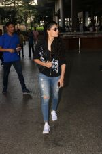 Saiyami Kher Spotted At Airport on 20th Nov 2017 (14)_5a152267e6e32.JPG