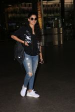 Saiyami Kher Spotted At Airport on 20th Nov 2017 (5)_5a15225c6631d.JPG