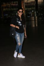 Saiyami Kher Spotted At Airport on 20th Nov 2017 (6)_5a15225d93646.JPG